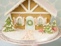 Large Gingerbread House (Chalet)